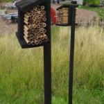 Insektsbo på stolpe
