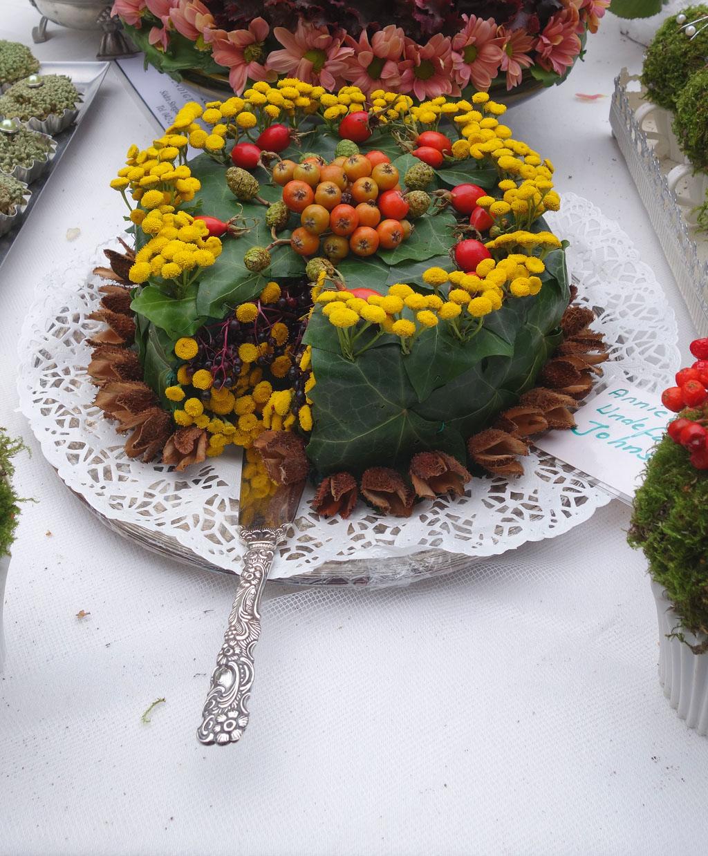 i Trädgården - grön tårta med rölleka och murgröna, dekoration, inspiration